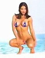 極小水着のTina Jo Orbanさん