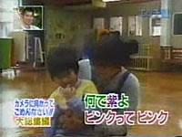 子どもに乳首の色を暴露される幼稚園の先生