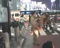 変態女の街角ハメハメ露出奇行