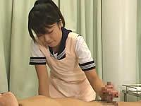 介護研修の女子校生、初めての手淫体験