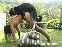 犬に犯される女性がこんなにも!激しめの獣姦動画オムニバス