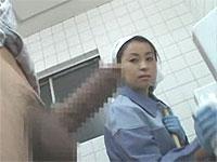 患者の勃起した男根に発情する掃除のおばさん