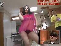 小向美奈子がたけしの番組で生着替えを披露
