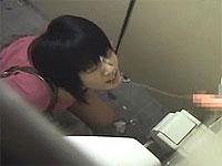 トイレ中の女に顔射してやったよ!