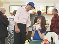 行列のできる店で暴言吐きまくりの女子リポーターを常連客がレイプ!