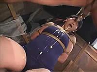 スク水っ娘にチ○ポを突っ込んでゲロを吐かせる【閲覧注意】