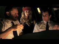 スーパーマンが乗った飛行機のコクピットでは機長とCAがスーパーマン棒を出し入れ