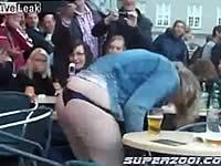 レストランで酔っ払いの女が放尿するハプニング