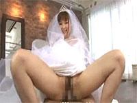 花嫁さんの激しい騎乗位H