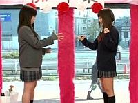 卒業式の日にマジックミラー号で女子校生が野球拳!負けたら罰ゲーム!