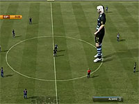 対戦相手がやたら大きいサッカーゲーム