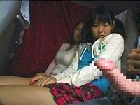 深夜バスで勃起チ○ポを隣の母娘に見せつけるとどうなるか?