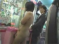 ゲームセンターで露出逆ナン&セックス