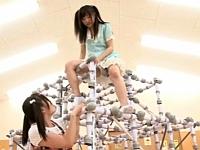 250個の電マでジャングルジムを作ってロリッ娘に遊ばせてみた