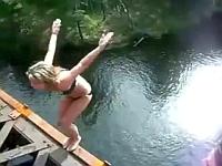 水着を着た海外娘たちの失敗&ハプニング集