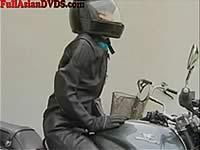 ディルドーを装着したバイクでアクメツーリング