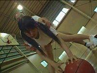 美少女バスケ部員にオッサンがエッチな指導をしちゃいます