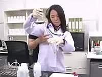 白衣を着た現役化学者がAVデビュー