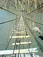世界の危険な吊り橋色々画像集