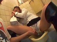 泥酔した女を居酒屋トイレで中出し