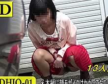 路上でおしっこする「頻尿系女子」を盗撮