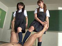 地味系の女子校生2人に教室で足コキされる先生