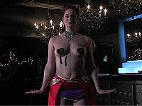 ショーガールが教える乳首タッセル装着法