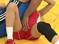 レスリングのコーチが私の股間ばかり触ってくる