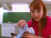 教室で挑発パンチラをされパンツで手コキもされちゃう