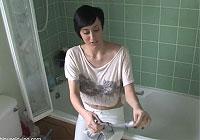 セクシーなお姉さんがお風呂を掃除をしている時にありがちな事