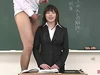授業中に顔射される女教師