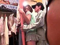 洋服屋のミニスカ店員に勃起チ○ポを擦りつけてみた
