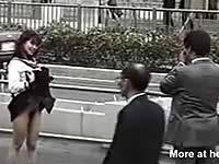 写真を撮ろうとしたら女子校生がおま○こを露出するドッキリ