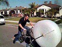 プチプチ潰し放題のバブルラップ自転車