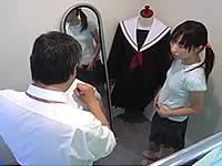 制服の試着をしている新中○生をレイプ