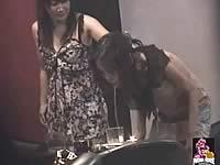 バーで飲みすぎた女がお店をゲロまみれにしてしまう動画