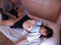 女子校の保健医が女子校生に睡眠薬を飲ませて犯す鬼畜映像