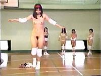 ほぼ全裸で平均台と跳び箱に挑戦する女たち