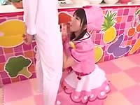 まいんちゃんがチ●ポからドレッシングを搾り出している動画