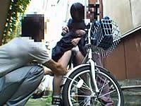 自転車が壊れた女子校生を路地裏に連れ込んでレイプ