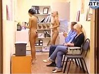 休憩室に女性社員がパンツ一丁で入ってくるセクシードッキリ
