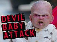 放置されてるベビーカーを覗いたら悪魔の赤ちゃんが飛び出すドッキリ