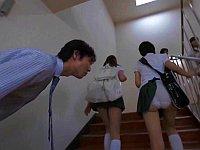 スカート捲れっぱなしで歩いてた女子校生が興奮した先生に犯される