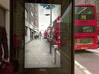 ペプシがバス停に仕掛けたイタズラが面白い