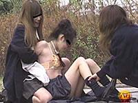 イジメで排泄を強要される女たち
