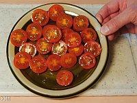 覚えておいて損はない!?プチトマトをまとめて簡単に切る方法