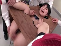 ももち似の女子校生が濡れ衣を着せられ肛門当番の餌食に...!