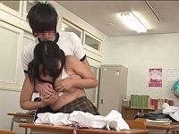 デカ乳の同級生の胸を偶然触ったら教室でヤルことになった