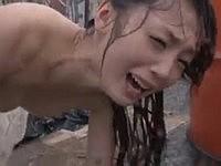 警備員に突然声を掛けられて大雨の中ずぶ濡れレイプ