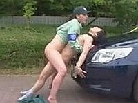 駐車違反した男と路上SEXする女性取締員